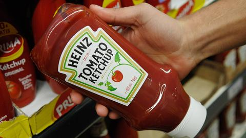 Eine Flasche Ketchup