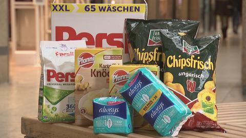 Viele Packungen von verschiedenen Produkten