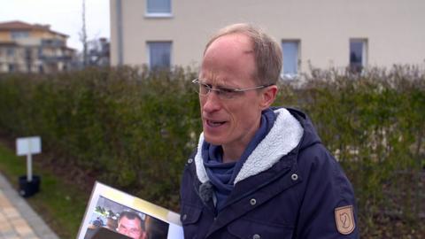 Steffen Seegebarth auf der Suche nach Zeugen.