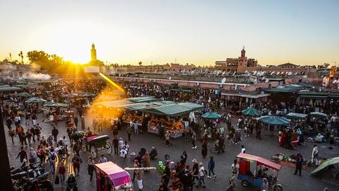 Djemaa el Fna, der zentralen Platz in Marrakesch in Marokko