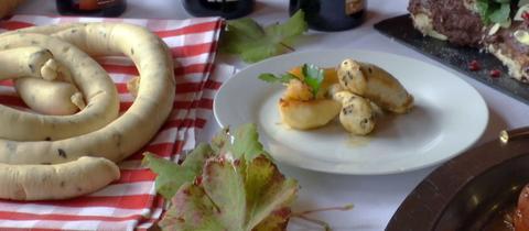 Trüffelweißwurst mit Apfelspalten
