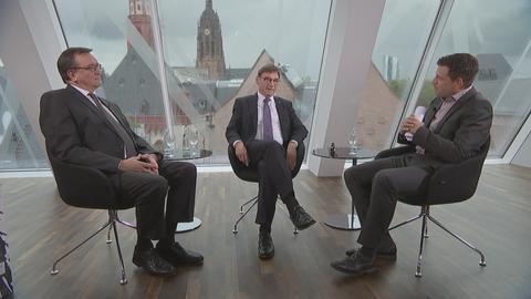 Philipp Engel im Gespräch mit Bischof Hein und Kirchenpräsident Jung