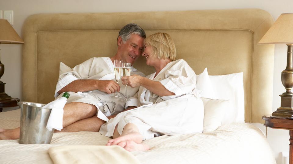 J Senioren haben noch Spaß an Sex.