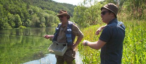 Jens Kölker (rechts) mit Jonas Kauppert, der seit Jahren als Fliegenfischer unterhalb des Edersees unterwegs ist.