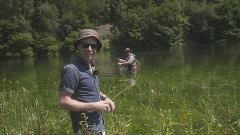 """Angebissen"" - Jens Kölker und Jonas Kauppert beim Fliegenfischen"