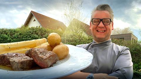 Klaus mit Spargel und Steak-Teller vorm Haus
