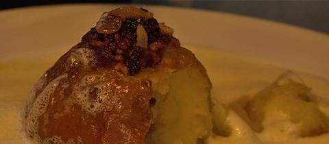 Bratapfel in Weinnschaumsoße