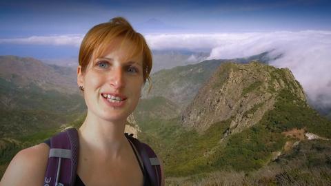 Eine Frau wandert auf La Gomera