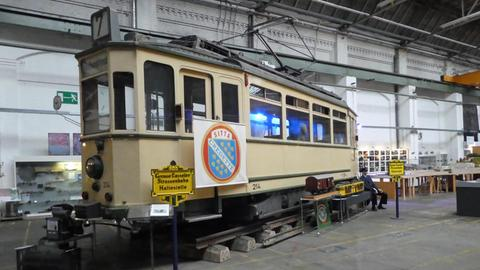Ein Wagon einer historischen Straßenbahn im Technikmuseum in Kassel