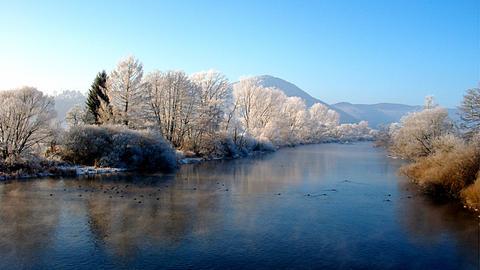 Die Eder unterhalb des Affolderner Sees in Lieschensruh von der Ederbrücke aufgenommen.