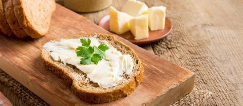Brot mit Walnussbutter