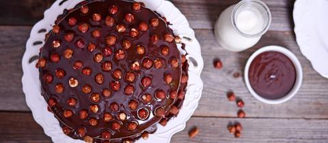 Haselnuss- Zimtkuchen mit Pflaumenmus