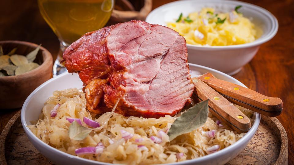trauben maronen sauerkraut mit kartoffeln und kassler rippchen hr rezepte. Black Bedroom Furniture Sets. Home Design Ideas