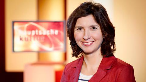 """Cécile Schortmann moderiert """"Hauptsache Kultur"""" im hr-fernsehen"""