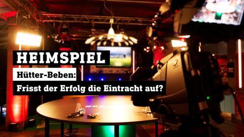 Blick ins leere Heimspiel-Studio. Text: HEIMSPIEL - Hütter-Beben: Frisst der Erfolg die Eintracht auf?