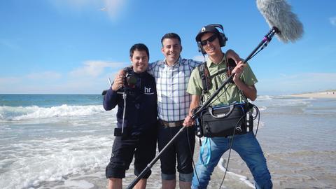So macht Arbeiten Spaß: Moderator Andreas Gehrke mit seinem Kamerateam Fabian Sänger (links) und Jan Birkholz.