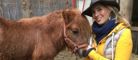Rebecca Rühl mit Pony Max