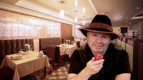 Reporterin Rebecca Rühl und Gastronom Jürgen Krenzer.