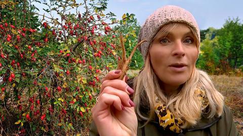 herkules-Moderatorin Susanne Barfuss im Wald
