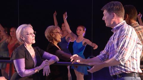 Dieter Voss mit der Ballettlehrerin und Choreografin Dana Manolescu.