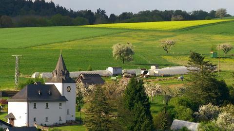 """Braunfels-Neukirchen hat sich wie viele Orte zu einem """"Schlafdorf"""" gewandelt. Initiativen wie die """"Solidarische Landwirtschaft"""" des """"Sonnenhofs"""" wollen hier wieder mehr Dorfleben entstehen lassen."""