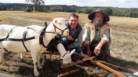 """Moderator Dieter Voss (links) mit Ludwig """"Lucky"""" Bär, der im Vogelsberg einen Ziegenhof betreibt."""