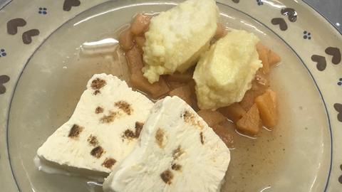 hac - Adventsrezepte - Kartoffel-Quarkklöschen auf Quittenragout mit Lebkuchenparfait