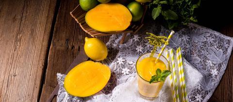 Mango-Drink mit Limette.