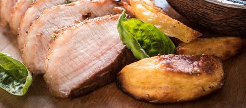 Schweinebäckchen mit Wahmwirsing und Kartoffeln