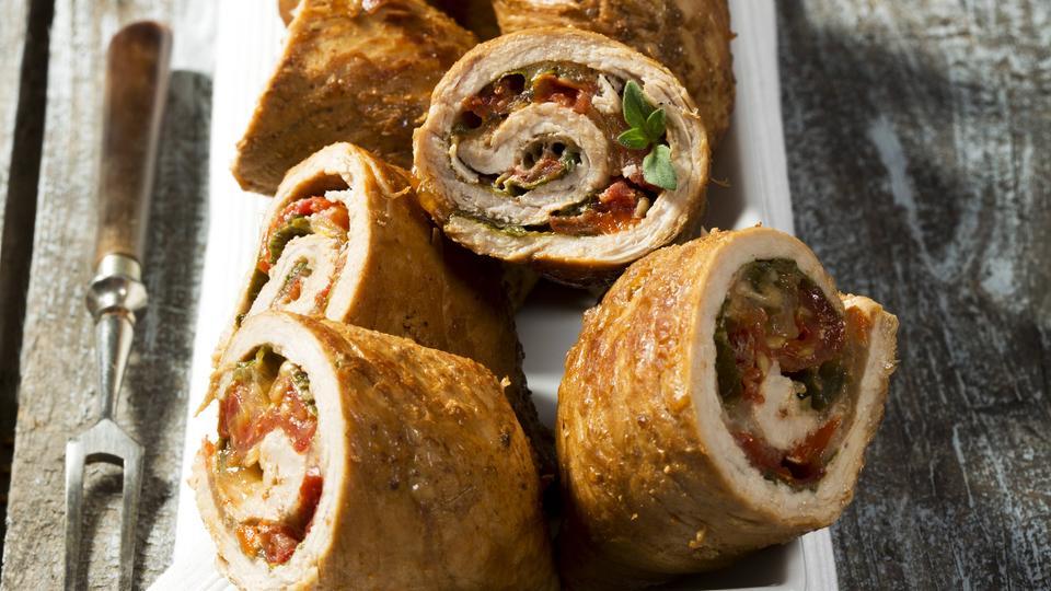 Rezept: Hähnchen Roulade auf lauwarmem Birnen-Bohnen-Salat