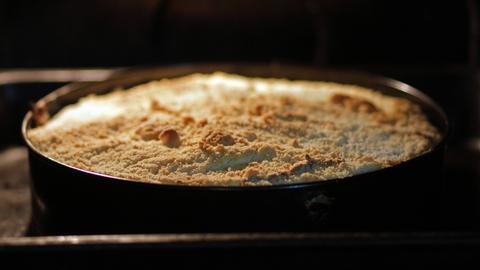 Streuselkuchen im Ofen