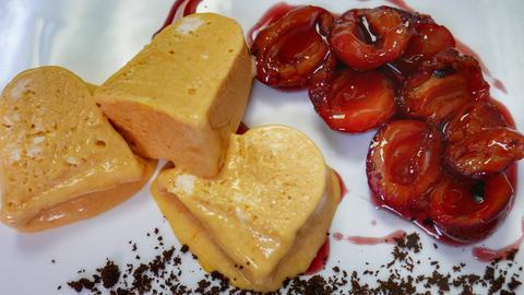 Süßkartoffel-Parfait an Chili-Zwetschgen