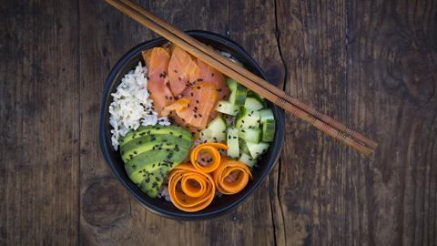 Sushi-Reis in einer Schüssel