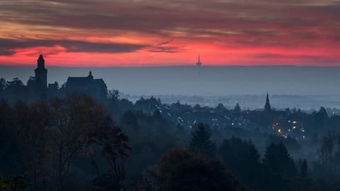 Sonnenaufgang über Kronberg im Taunus.