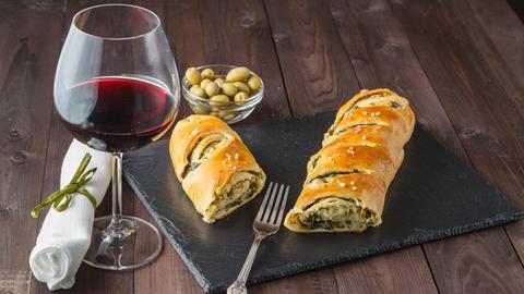 Wein und Oliven