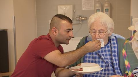 Pflegenotstand: eine Chance für Altaf und Manzor?