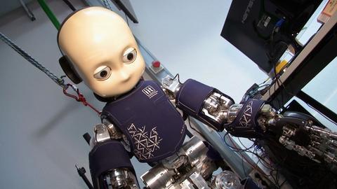 Ortsreportage Darmstadt - der lernfähige Roboter iCub.