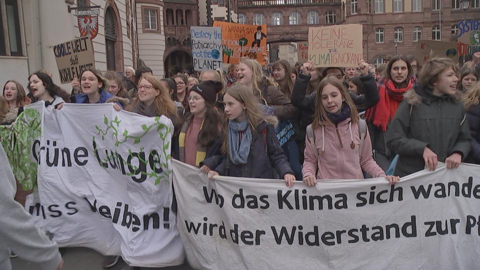 """""""Fridays for Future"""": Jugendliche demonstrieren für den Klimaschutz"""