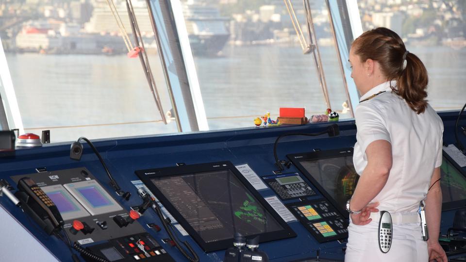 Kapitänin Nicole Langosch trägt die Verantwortung für Schiff, die Crew und die Passagiere.