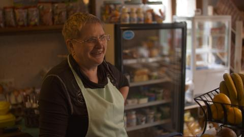 Sabine Ziergert-Wermuth ist ehrenamtliche Verkäuferin im Dorfladen.