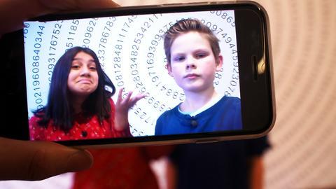 Die beiden Kinderreporter: Anitya Chawla (11) und Johannes Schulze (12)