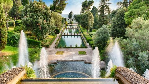 """Blick auf den Garten """"Villa d'Este"""" in Tivoli bei Rom"""
