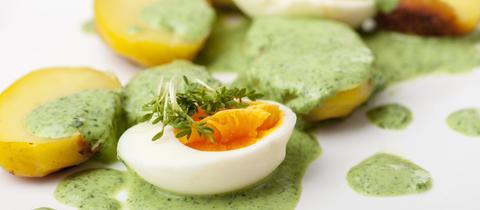 GRÜNE SOßE mit Ei, Kartoffeln und Kresse