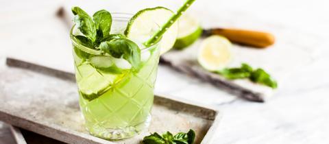 Gin Basil Smash mit Limette