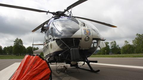 Ein Hubschrauber der Polizeifliegerstaffel Hessen Egelsbach.
