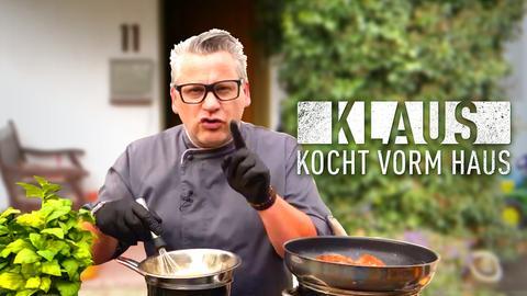 Klaus kocht vorm Haus