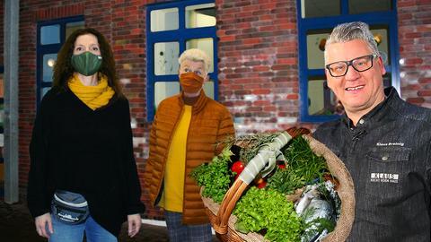Koch Klaus mit Mitarbeitern vom Kinderhaus Bornheim