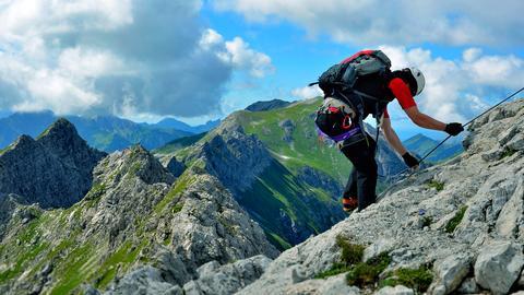 Ein Kletterer auf dem Hindelanger Klettersteig