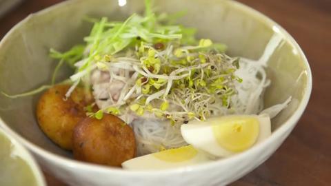 Anditas wohltuende Hühnersuppe: Einlagen der Suppe, bevor Brühe dazugegossen wurde.