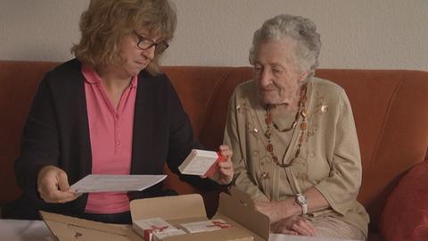Oft sind es Rentnerinnen und Rentner, die Ziel von perfider Abzocke werden!